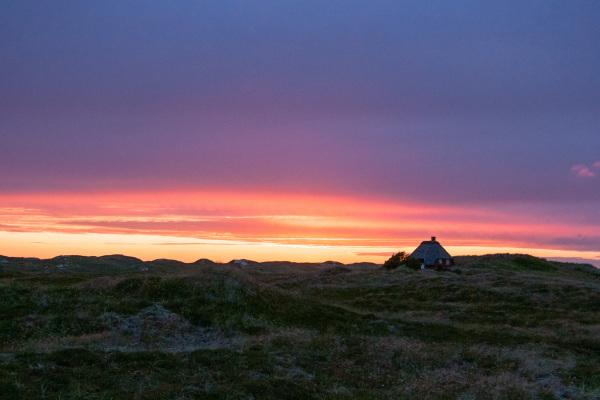 Solnedgang-Huset-ved-havet